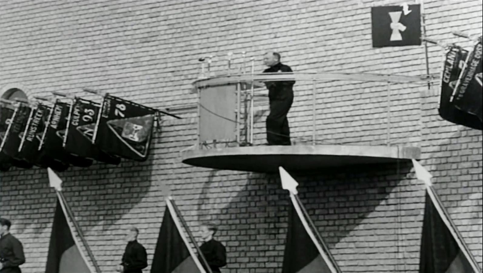 Anton Mussert spreekt de menigte toe tijdens de landdag van de NSB in Lunteren. Muur van Mussert. Foto: Screenshot You Tube