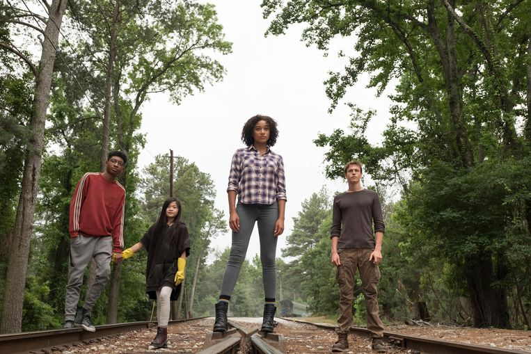 Skylan Brooks, Miya Cech, Amandla Stenberg en Harris Dickinson in 'The Darkest Minds.'
