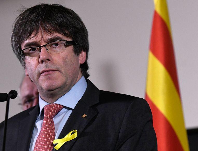 De inmiddels afgezette Catalaanse premier Puigdemont eerder dit jaar in Brussel. De toezichthouder van de inlichtingendiensten, het Comité I, start een onderzoek om na te gaan of de Spaanse inlichtingendienst CNI in ons land de afgezette Catalaanse premier Carles Puigdemont heeft gevolgd.  Beeld Photo News