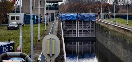 Werkzaamheden sluis Helmond; Graven vanwege lek in leiding stadsverwarming