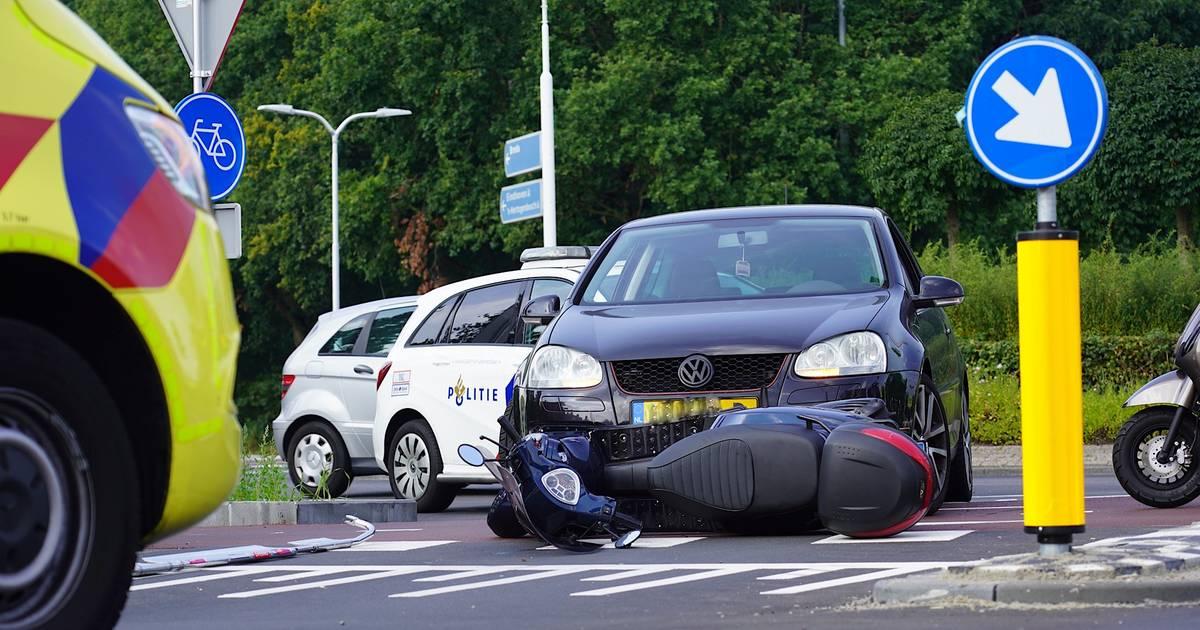 Brommerrijder hard ten val op snelfietspad in Tilburg door botsing met auto
