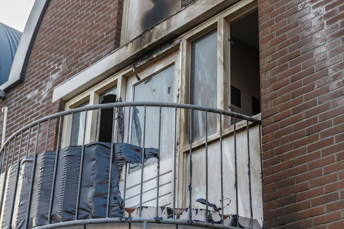 Forse schade na de brand aan de Berkumstraat.