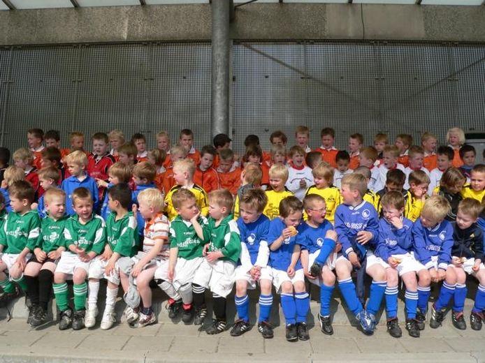 Voorbeeld van een Onder Ons-foto: toernooi voor mini-voetballertjes uit de hele regio bij DVV in Duiven.