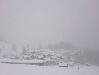 Stormweer in de Alpen met hevige sneeuwval en windstoten tot 200 kilometer per uur
