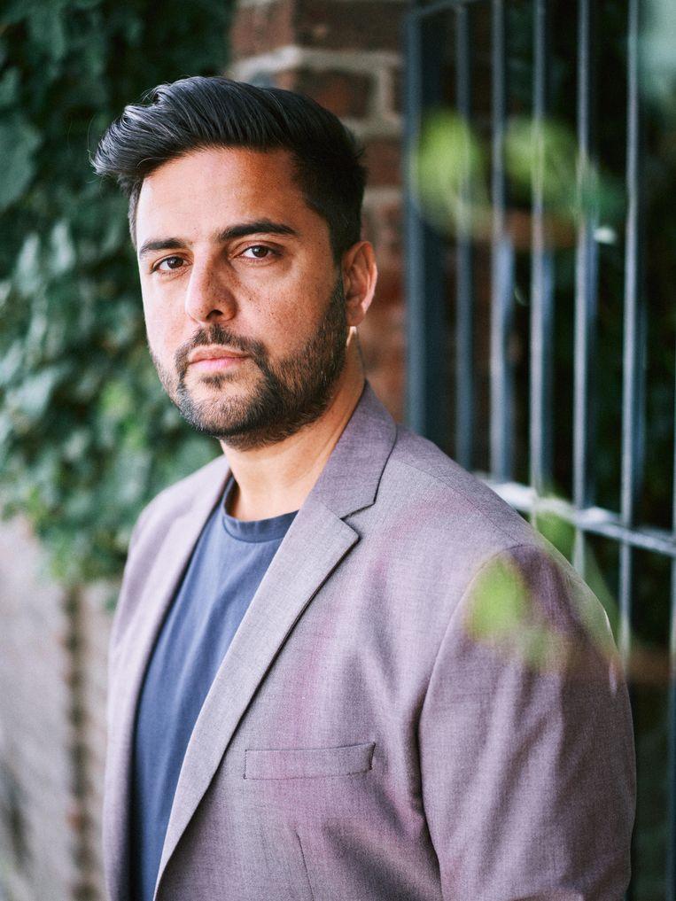 Haroon Ali: 'Ik heb me 16 jaar geleden geout. Toen moest je kiezen: of je leidt je leven als homo, of je gaat voor je geloof. Nu vinden jongeren vaker een manier om die twee te verenigen.' Beeld Thomas Sweertvaegher