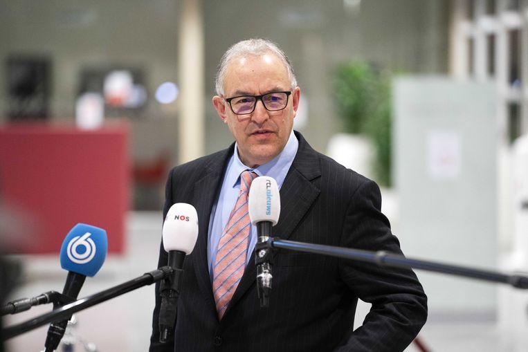 Burgemeester Ahmed Aboutaleb van Rotterdam arriveert voor het Veiligheidsberaad. De burgemeesters van de 25 veiligheidsregio's bespraken de gevolgen van een mogelijke avondklok in hun regio.  Beeld ANP