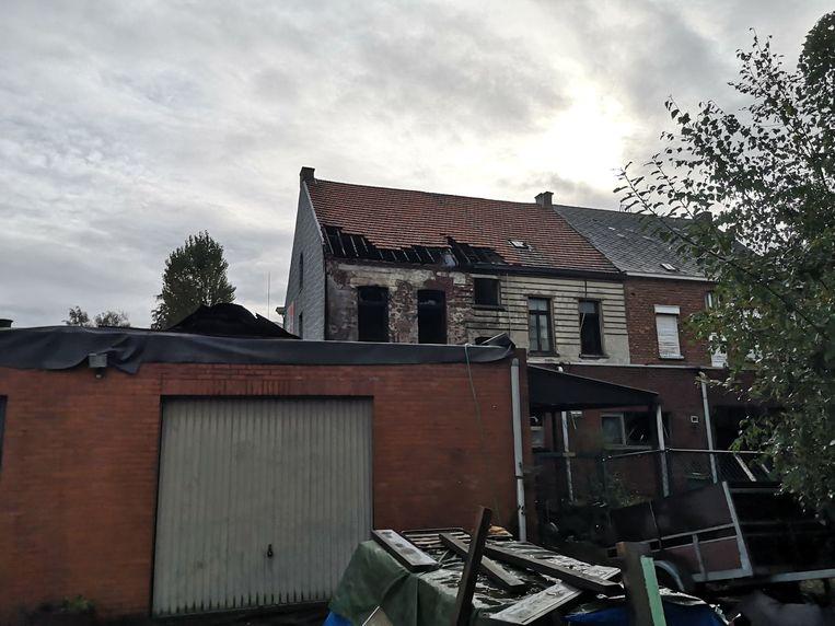De achterkant van de woning, waar de brand ontstond.