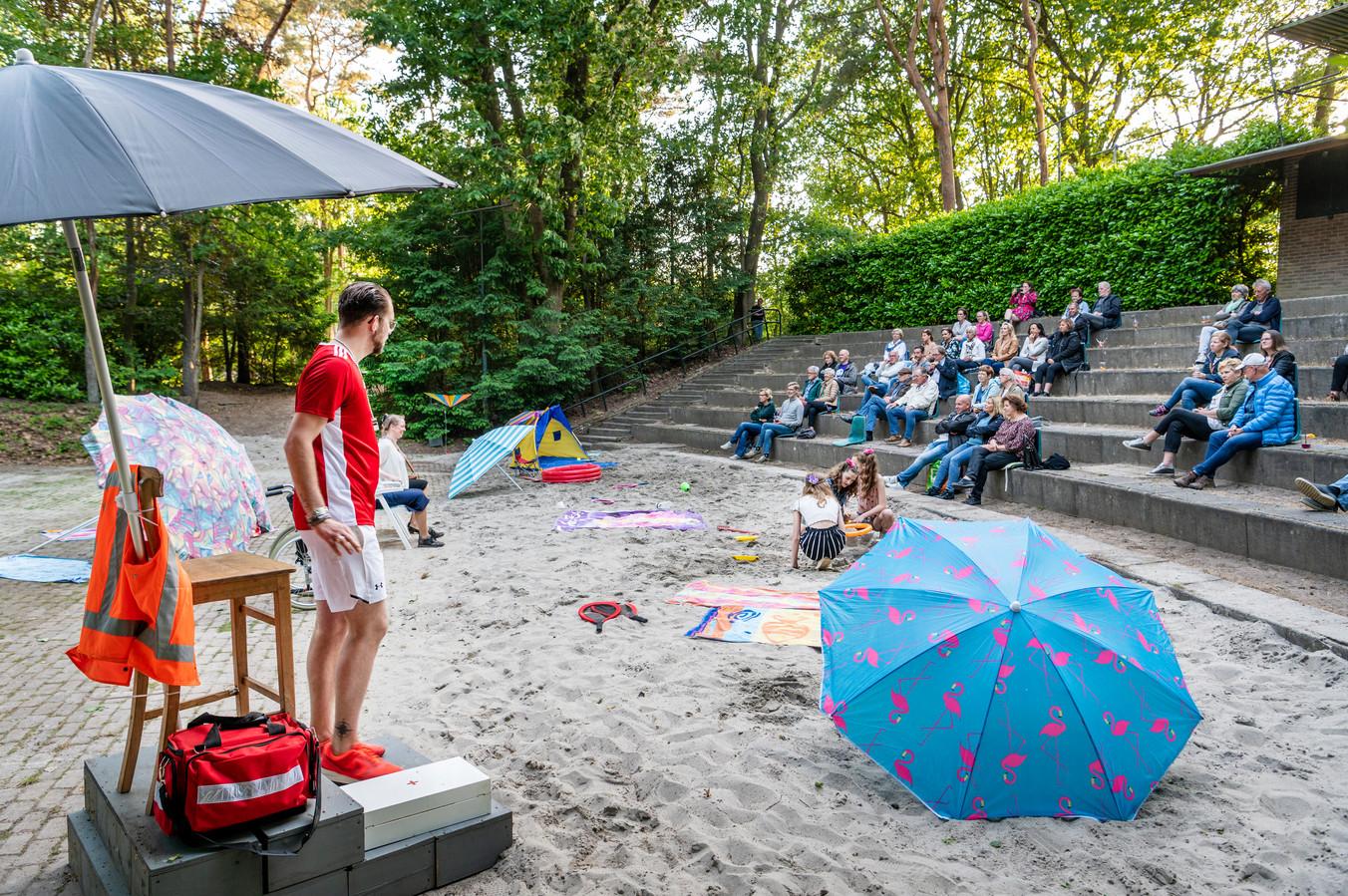 In natuurtheater Hoessenbosch in Berghem was vrijdag- en zaterdagavond weer eens toneel te zien.