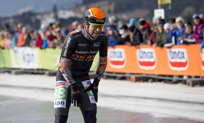 Ariëns wint na 200 kilometer de Alternatieve Elfstedentocht op de Weissensee in 2017.