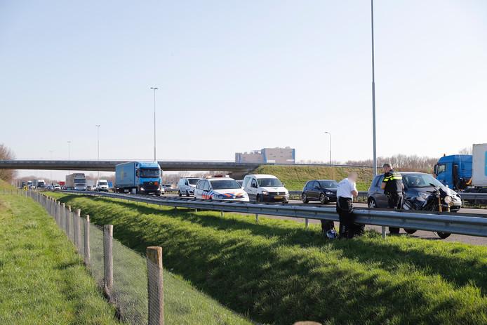 File op de A73 door het ongeval.