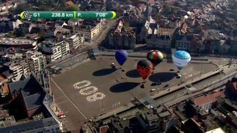 Een beeld van Sint-Niklaas tijdens de rechtstreeks tv-uitzending rond 11.10 uur.
