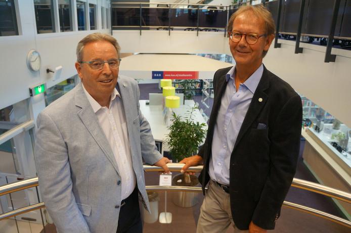 Rinus Smet (l) van Achterhoek Onderneemt Duurzaam en Rob Westerdijk van de Hogeschool Arnhem-Nijmegen.