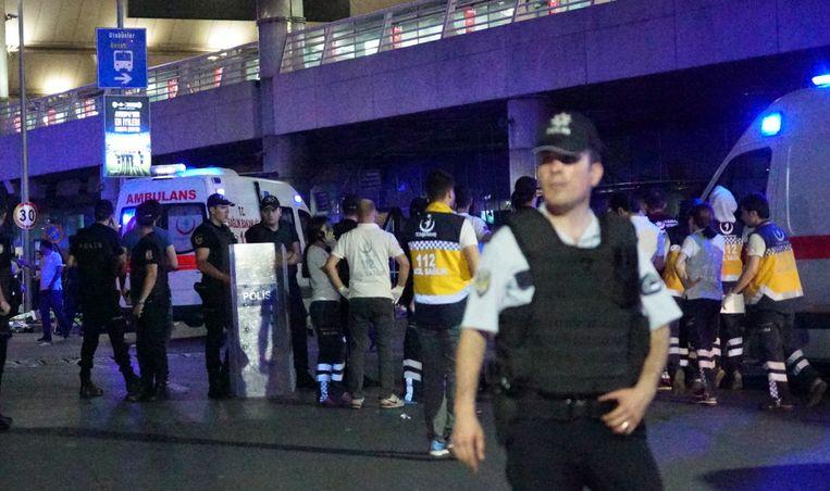 Turkse politieagenten aan Atatürk Airport Beeld Getty Images