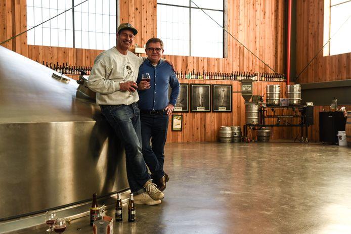 Sam Calagione en Rudi Ghequire hebben bijzonder veel zin om samen een nieuw bier te creëren.