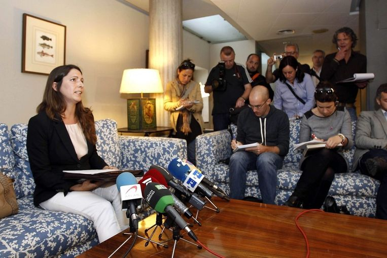 Miriam van de Velden, de advocate die de familie van volleybalster Ingrid Visser en haar partner Lodewijk Severein vertegenwoordigd, tijdens de persconferentie in in Murcia. Beeld epa