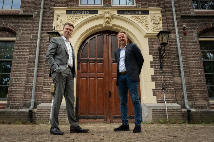 Timo Kruft (links) is met zijn bedrijf TeKa exploitant van de WFC Experience, Dirk Lubbers bestuurslid van de stichting die alles organiseert. Ze staan bij de Mauritskazerne.