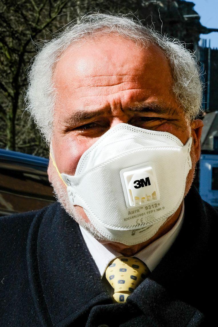 Een FFP-masker filtert lucht die je inademt. De uitgeademde lucht gaat ongefilterd naar buiten