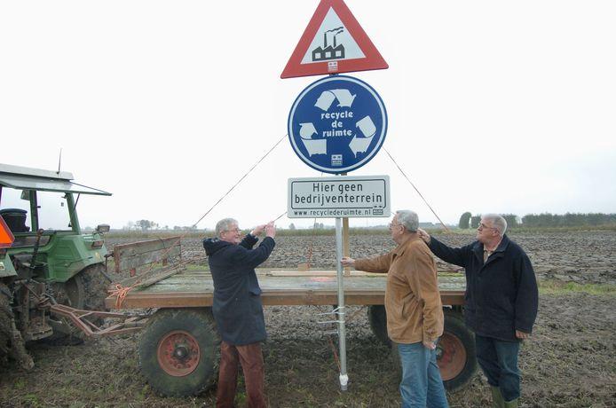 De BZZB en de dorpsraad 's Heerenhoek maaken in 2007 al duidelijk niets te zien in de plannen voor Sloepoort. Doordat ze naar de Raad van State stapten, werd het plan een jaar later vernietigd.