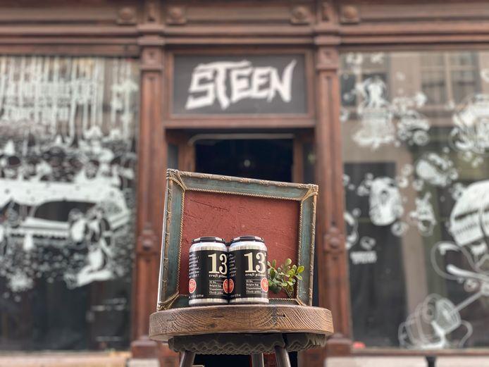 De eerste geveilde stukken voor café Steen.