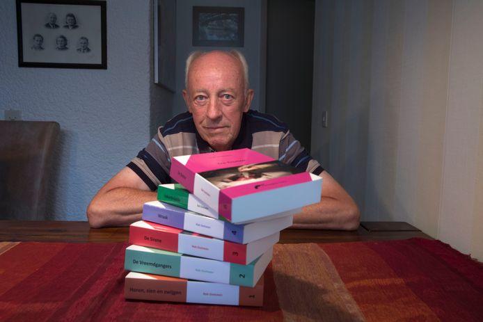 Schrijver Rob Oostveen publiceerde sinds december 2015 maar liefst zes thrillers.