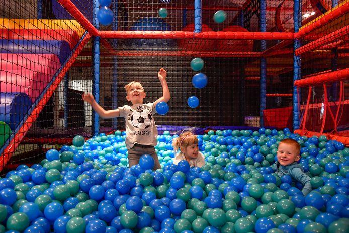 Een bezoek aan binnenspeeltuin Play-Inn in Dendermonde is één van onze weekendtips. Vergeet niet minstens 24 uur op voorhand te reserveren.
