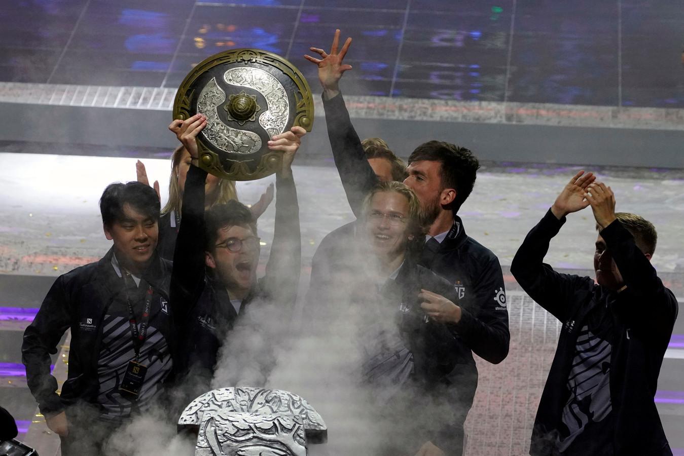 Team OG viert de winst van The International.