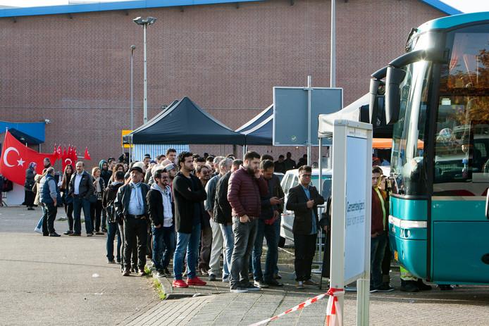 Archieffoto van Turkse verkiezingen in De Scheg.