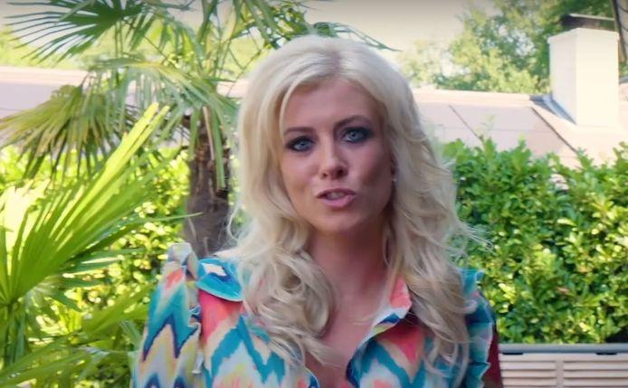 Laura Ross in de clip van haar lied 'Dans met mij'.