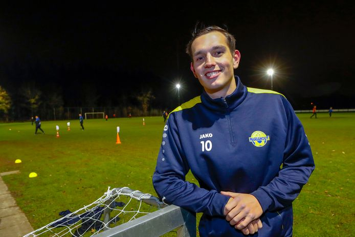 Aanvoerder Huib van Zutphen van voetbalclub Mariahout
