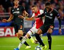 Hakim Ziyech in actie tegen Chelsea