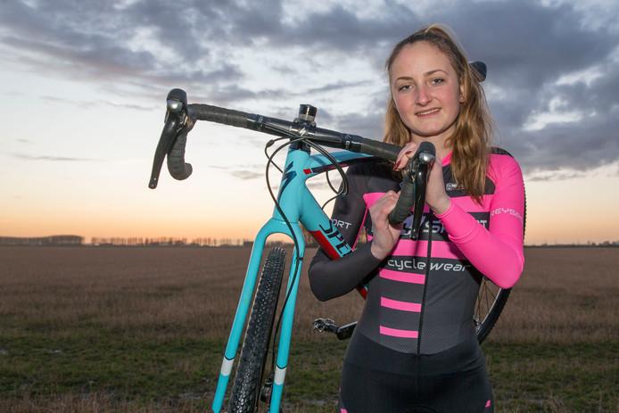 Didi de Vries, hier als veldrijdster, won brons bij de wereldbeker Eliminator in Valkenswaard.