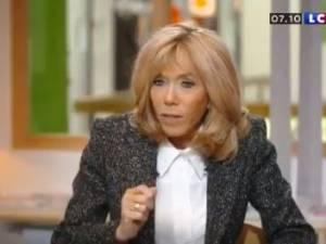 """""""Traverser la rue"""" pour un emploi: l'explication de Brigitte Macron sur la phrase polémique de son mari"""