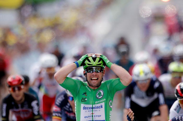 Mark Cavendish maakte donderdag bij zijn etappewinst in Châteauroux hetzelfde juichgebaar als bij zijn eerste Touroverwinning in 2008. Beeld REUTERS
