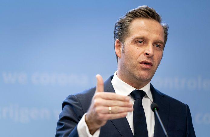 Demissionair minister Hugo de Jonge (Volksgezondheid, Welzijn en Sport) geeft een toelichting op de versoepelingen.