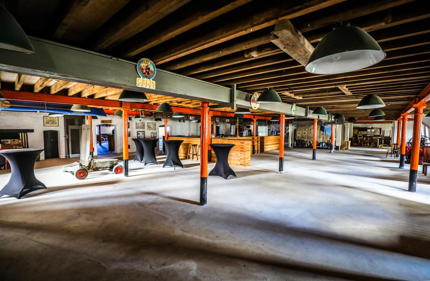 In de vroegere brouwerij is de feestzaal al klaar voor gebruik