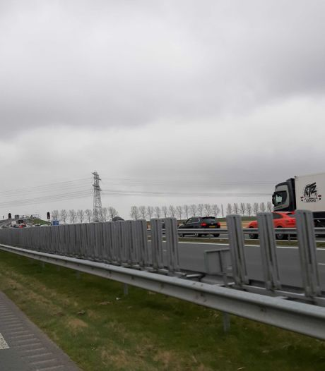 Lange file op N50 bij Kampen door afsluiting A6 en storing Ramspolbrug