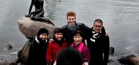 Wereldberoemde Deense zeemeermin besmeurd met rode verf