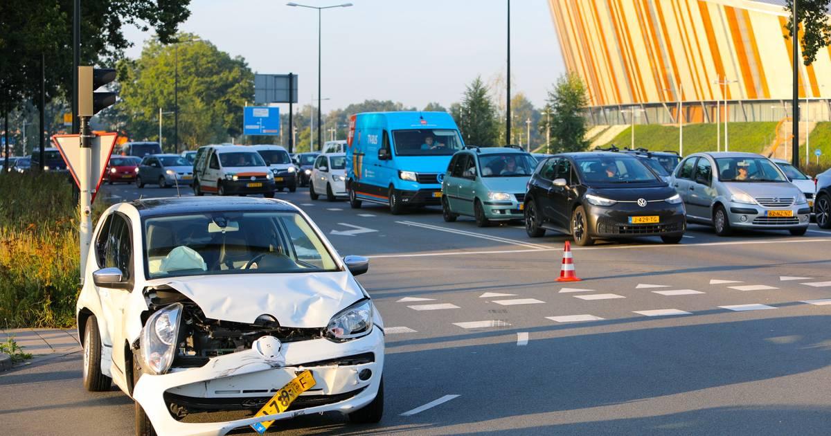 Verkeer aan oostkant Apeldoorn muurvast na aanrijding op ringweg.