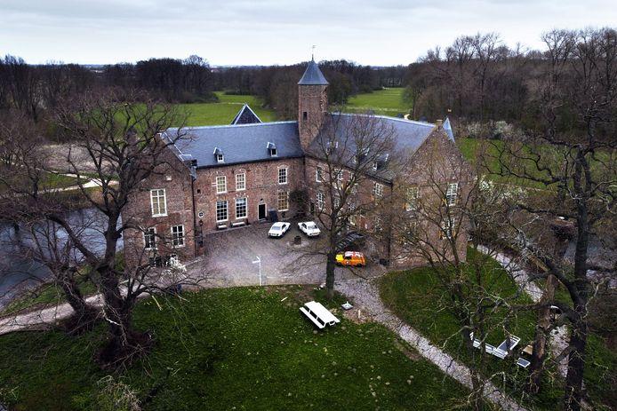 Kasteel Waardenburg uit 1296.