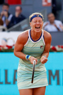 Kiki Bertens wint van Simona Halep in de finale van 2019 in Madrid.