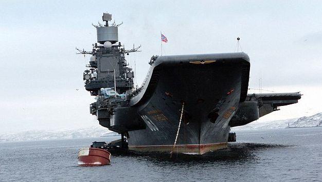 Ce navire de guerre (43.000 tonnes et 305 mètres de long) est équipé d'avions de combats et d'hélicoptères blindés.