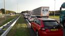 Na het ongeluk ontstond een lange file op de A50.