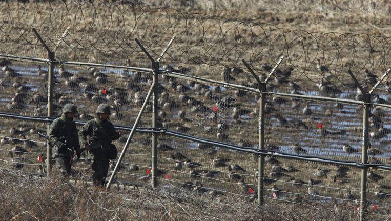 Zuid-Koreaanse soldaten bij de grens met Noord-Korea. Beeld reuters