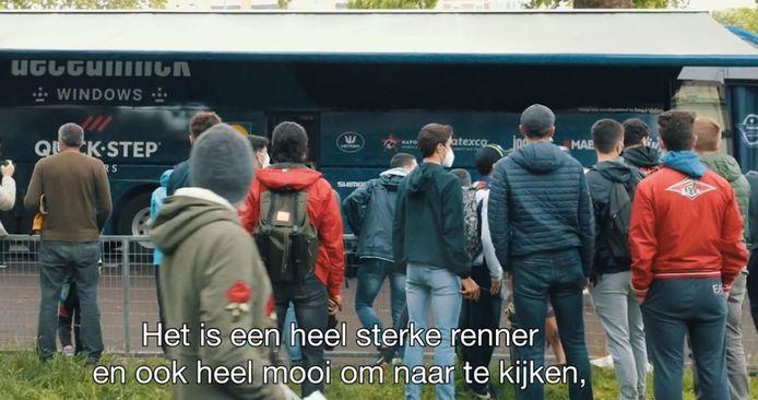 Fans aan de bus van Deceuninck-Quick.Step