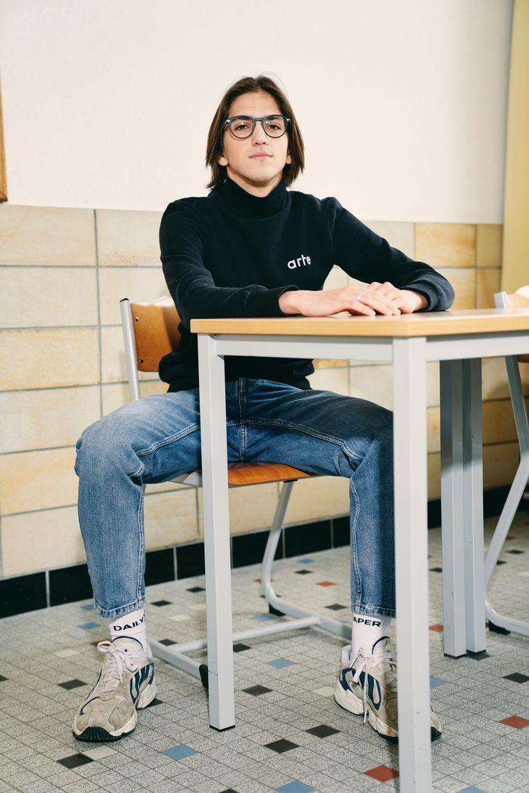 Dries (16): 'Op Netflix zag ik een docu over de mode-industrie. Sindsdien ben ik wel bezig met duurzame kleding.' Beeld Joris Casaer