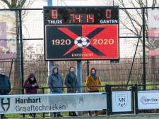 Het scorebord: programma zondagvoetbal, uitslagen  zaterdagvoetbal