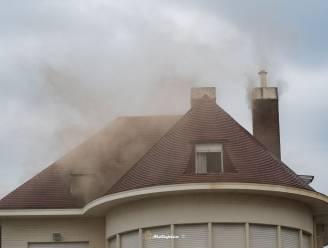 Brand en hevige rook in vakantiewoning: 15 aanwezigen brengen zichzelf in veiligheid