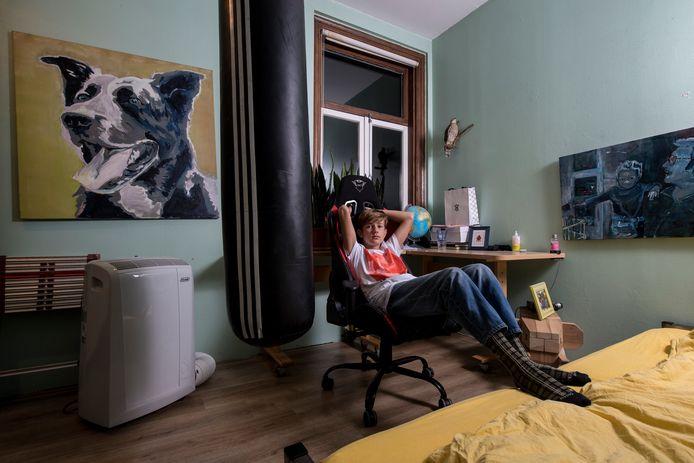 Storm Zaad in zijn slaapkamer in Nijmegen.