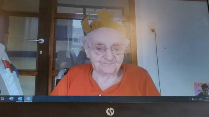 Anna Finjaer viert 100ste verjaardag voor de webcam