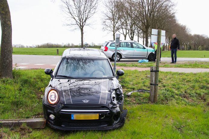 Twee auto's botsten donderdagochtend tegen elkaar.